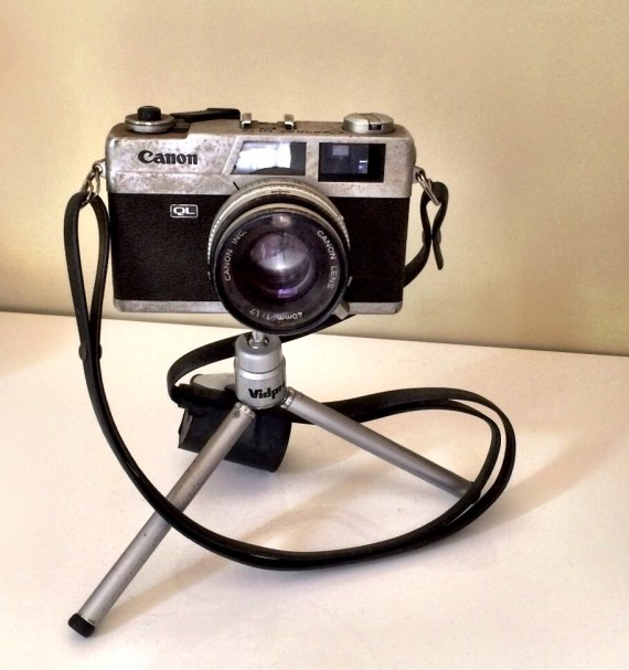 Vintage camera | Spring Cleaning: How To Host a Raffle Party