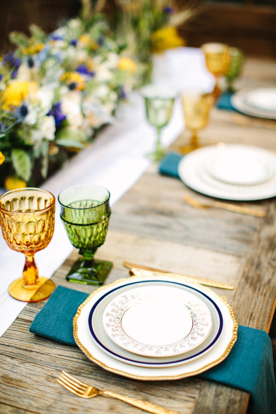 Outdoor Living: Summer Tablescapes (via Serene and Lilly)