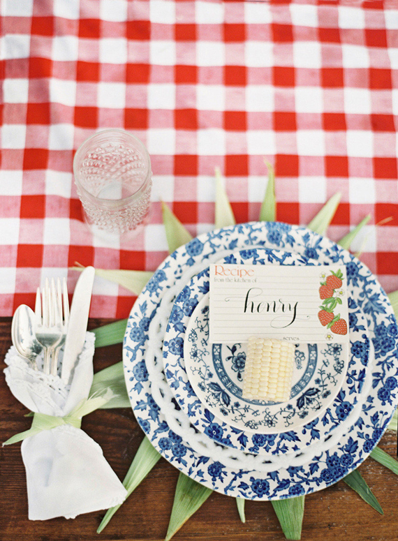 Outdoor Living: Summer Tablescapes (via Style Me Pretty)
